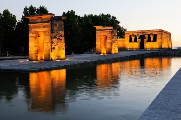 temple-debod-madrid-sunset_1139-76